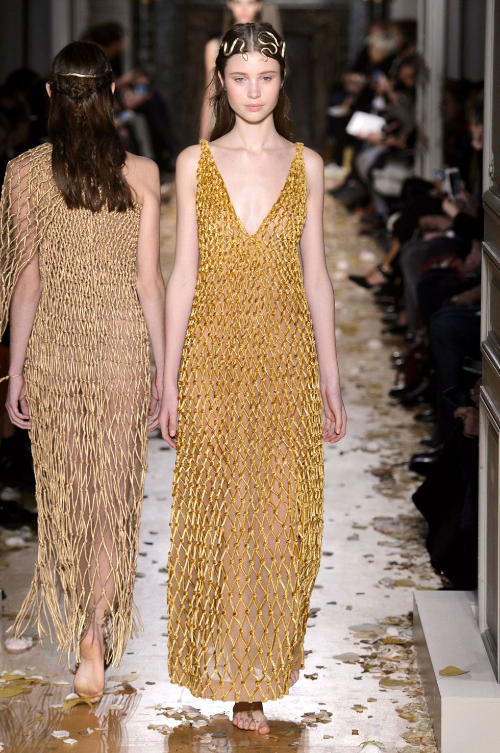 Ben noto All the Looks From the Valentino Spring/Summer 2016 Haute Couture Show HK32