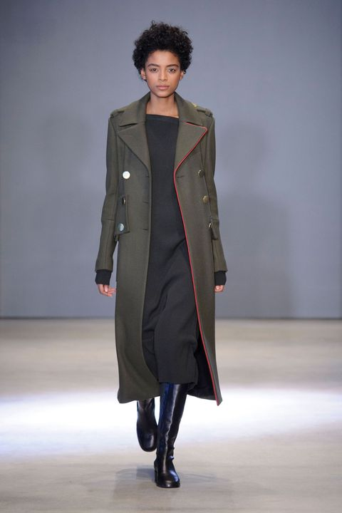 Sleeve, Human body, Textile, Joint, Coat, Outerwear, Fashion show, Style, Fashion model, Runway,