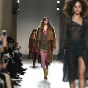 Fashion show, Outerwear, Runway, Style, Street fashion, Fashion model, Fashion, Winter, Jacket, Fashion design,