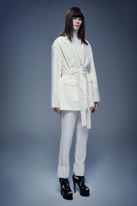 Sleeve, Collar, Coat, Shoulder, Joint, Outerwear, Style, Blazer, Fashion, Street fashion,