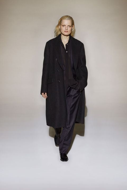 Sleeve, Shoulder, Standing, Collar, Knee, Fashion model, Overcoat, Street fashion, Fashion design, Frock coat,