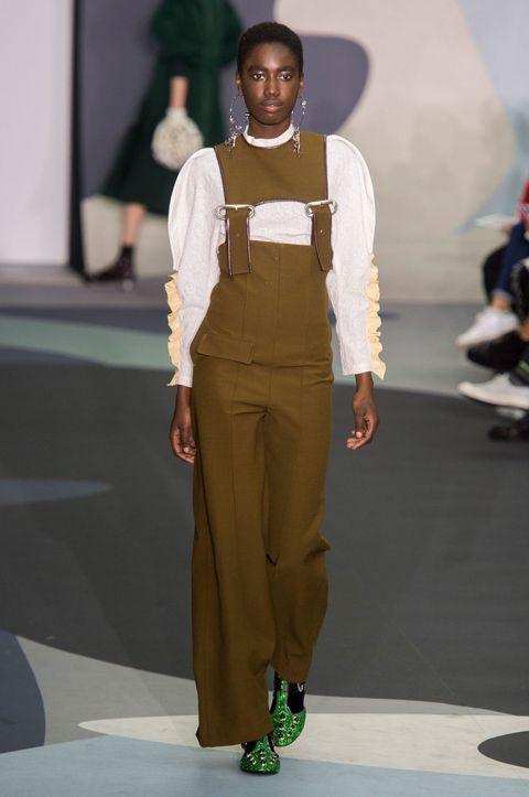 Brown, Sleeve, Shoulder, Joint, Style, Khaki, Waist, Bag, Jewellery, Fashion,