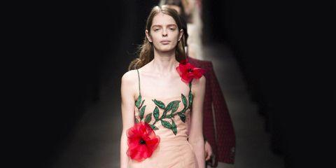 Petal, Shoulder, Flower, Fashion, Beauty, Dress, Fashion model, Flash photography, Day dress, Model,