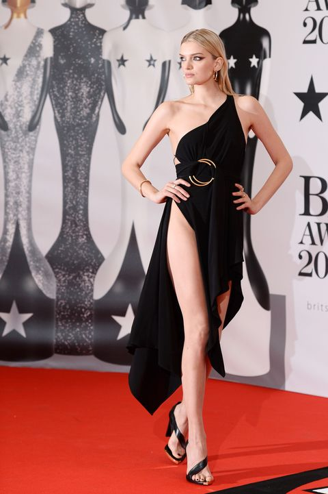 <p>Who: Lily Donaldson<br></p><p>When: February 24, 2016 </p><p>Why: If you thought the up-to-there slit trend was dead, Lily Donaldson's slashed Anthony Vaccarello proves you wrong. Not only is the model blessed with legs for days, she's got hair and makeup skills to—she did it herself for the Brit Awards.  </p>