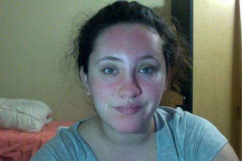 Cheek, Hairstyle, Skin, Eye, Chin, Forehead, Shoulder, Eyebrow, Bed, Eyelash,