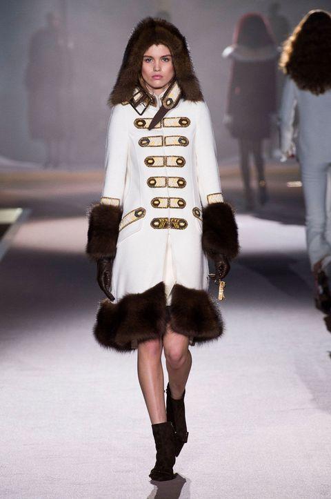 Clothing, Footwear, Leg, Human, Brown, Sleeve, Shoulder, Human leg, Winter, Textile,
