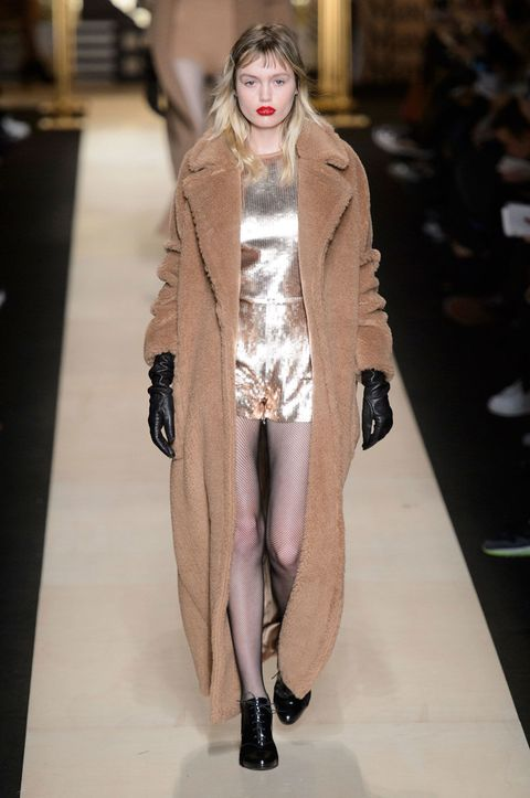 Clothing, Fashion show, Textile, Outerwear, Runway, Style, Fashion model, Natural material, Fashion, Fur,