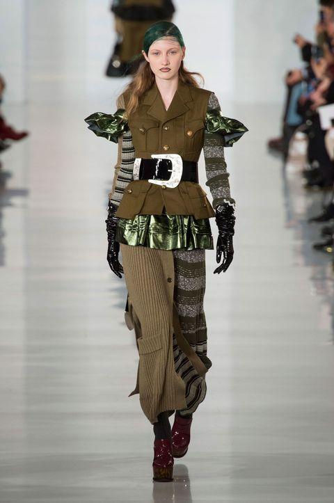 Fashion show, Shoulder, Joint, Outerwear, Runway, Style, Waist, Fashion model, Winter, Pattern,