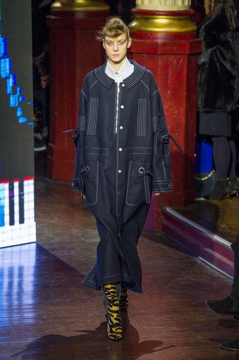Outerwear, Fashion, Fashion show, Runway, Fashion model, Fur, Fashion design, Leather, Haute couture, Costume design,