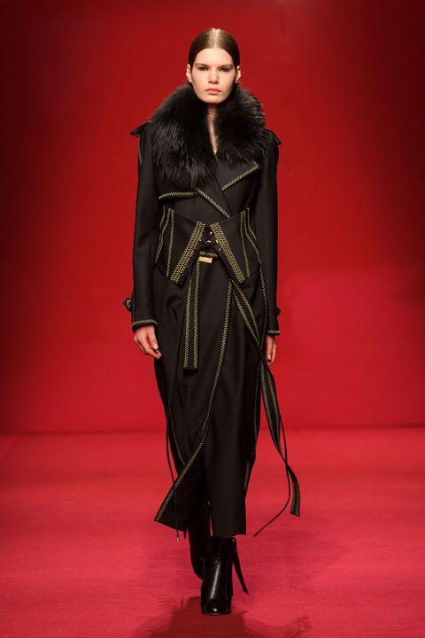 Fashion show, Runway, Style, Fashion model, Fashion, Costume design, Model, Fur, Haute couture, Fashion design,
