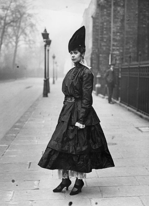 <p>This lovely Victorian lady would never get lost in a crowd with *this* hat. </p>
