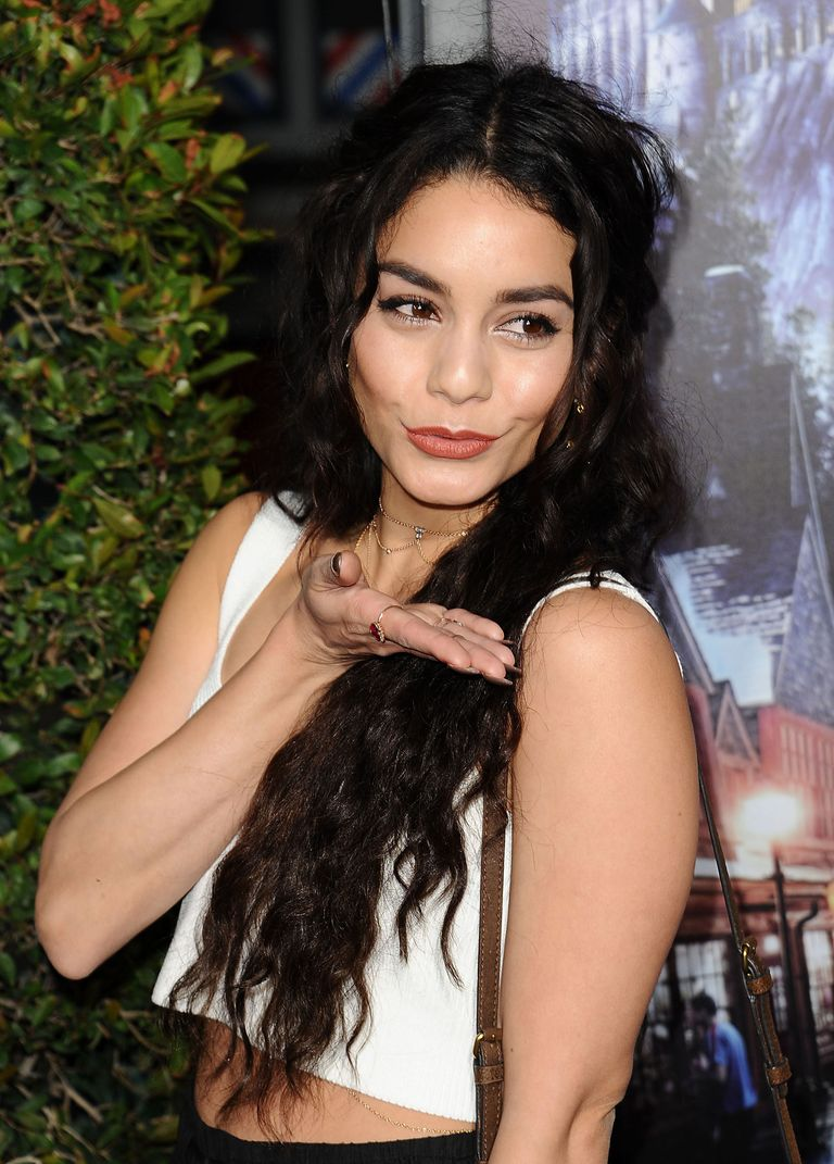 vanessa hudgens to pay a fine for carving into red rocks
