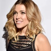 Hairstyle, Eyebrow, Eyelash, Step cutting, Blond, Beauty, Long hair, Brown hair, Sleeveless shirt, Feathered hair,