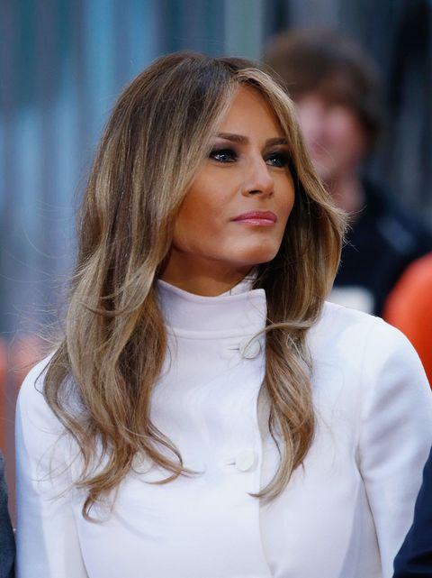 Lip, Hairstyle, Sleeve, Balloon, Eyelash, Street fashion, Long hair, Blond, Brown hair, Step cutting,