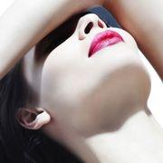 Finger, Lip, Skin, Shoulder, Joint, Eyelash, Organ, Beauty, Neck, Lipstick,