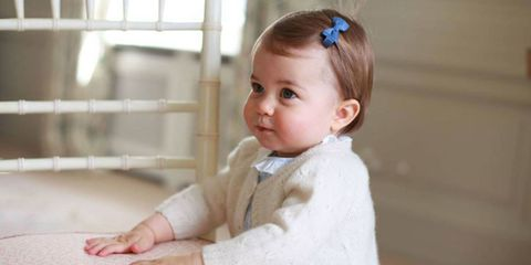 Ear, Cheek, Hairstyle, Skin, Sleeve, Child, Baby & toddler clothing, Organ, Hair accessory, Toddler,