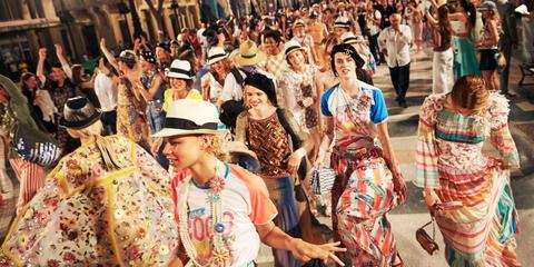 Crowd, People, Event, Hat, Tradition, Headgear, Sun hat, Public event, Audience, Costume hat,