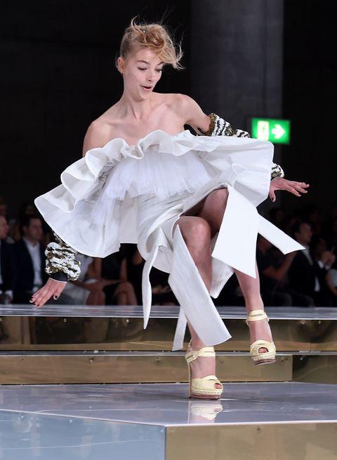 Human leg, Shoe, Dress, Performing arts, High heels, Runway, Fashion, Fashion show, Fashion model, Performance,