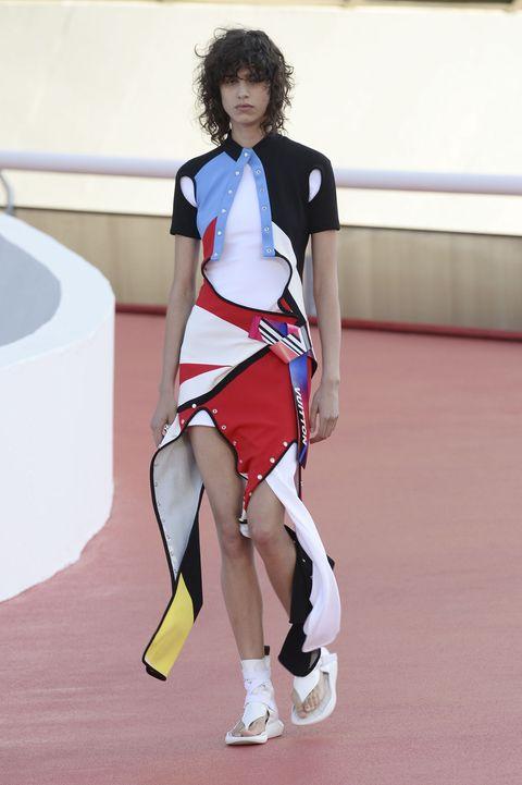 Leg, Human leg, Shoe, Shoulder, Elbow, Joint, White, Style, Sportswear, Knee,