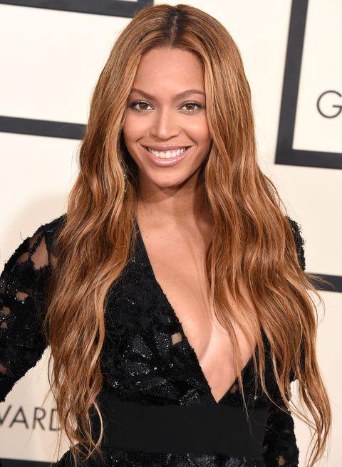 Hairstyle, Eyebrow, Style, Step cutting, Beauty, Long hair, Dress, Brown hair, Eyelash, Blond,