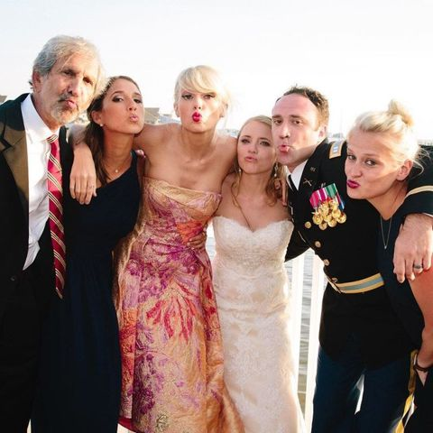 Taylor Swift Crashed A Fan S Wedding To Give A Special Performance And A Handmade Gift