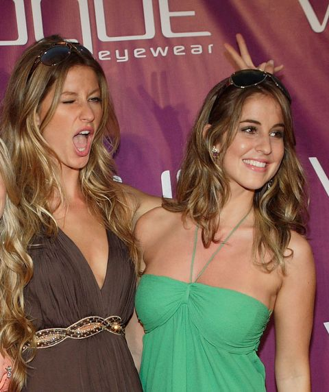 Hair, Brown hair, Blond, Hairstyle, Long hair, Premiere, Event, Dress, Smile, Neck,
