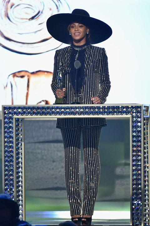 Hat, Headgear, Costume accessory, Fashion accessory, Sun hat, Street fashion, Waist, Fashion design, Cowboy hat, Fashion model,