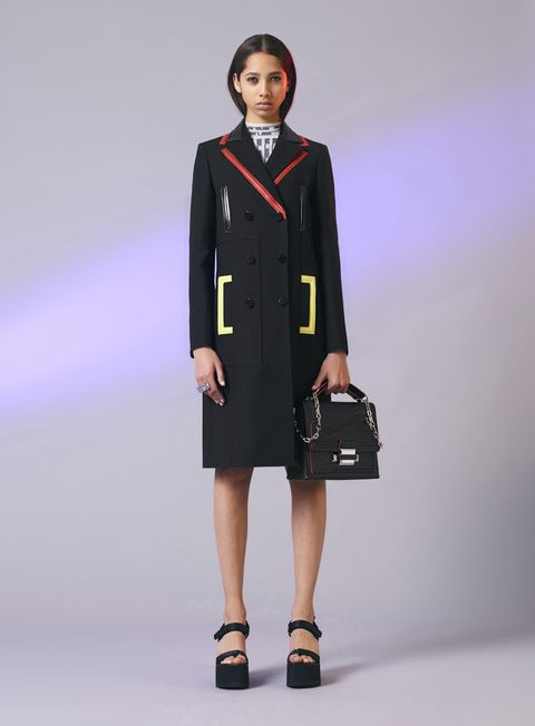 Clothing, Collar, Sleeve, Shoulder, Joint, Style, Bag, Fashion accessory, Formal wear, Blazer,