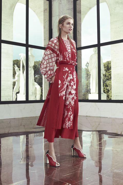 Sleeve, Dress, Style, High heels, One-piece garment, Fixture, Street fashion, Fashion model, Sandal, Day dress,