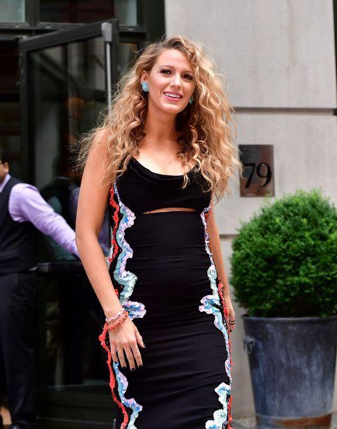 Shoulder, Dress, Flowerpot, Outerwear, Waist, Style, Street fashion, Fashion, Fashion model, Day dress,