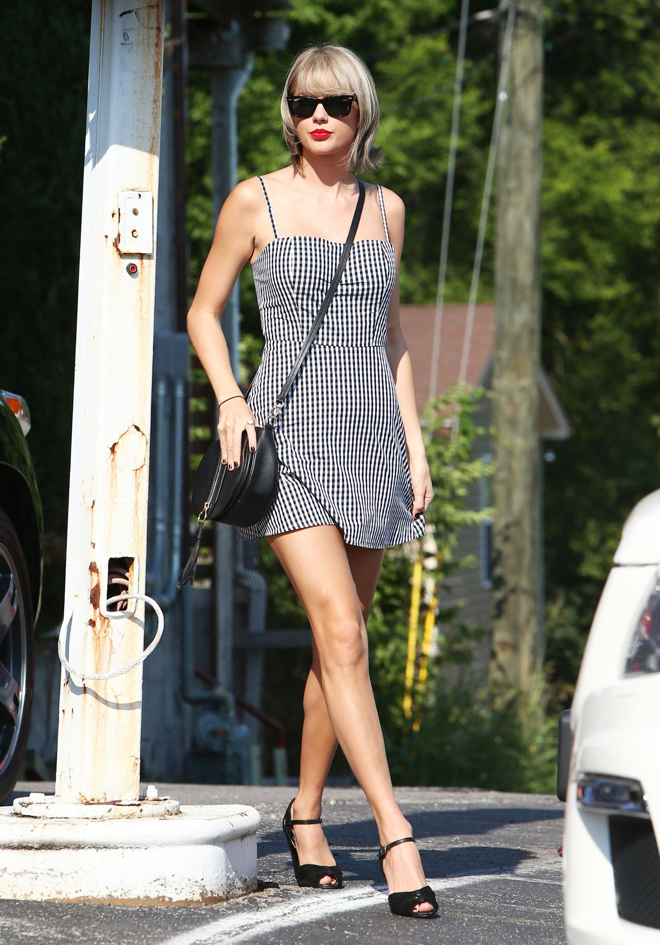 f392837279d Taylor Swift in Denim Crop Top and Shorts - Fashion and Beauty Pictures of Taylor  Swift