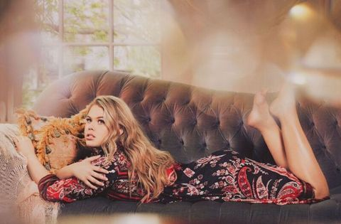Comfort, Sitting, Couch, Beauty, Fashion, Flash photography, Photo shoot, Brown hair, Living room, Long hair,