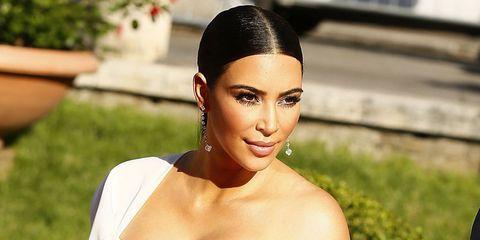 Head, Ear, Lip, Hairstyle, Skin, Forehead, Eyebrow, Eyelash, Earrings, Fashion accessory,