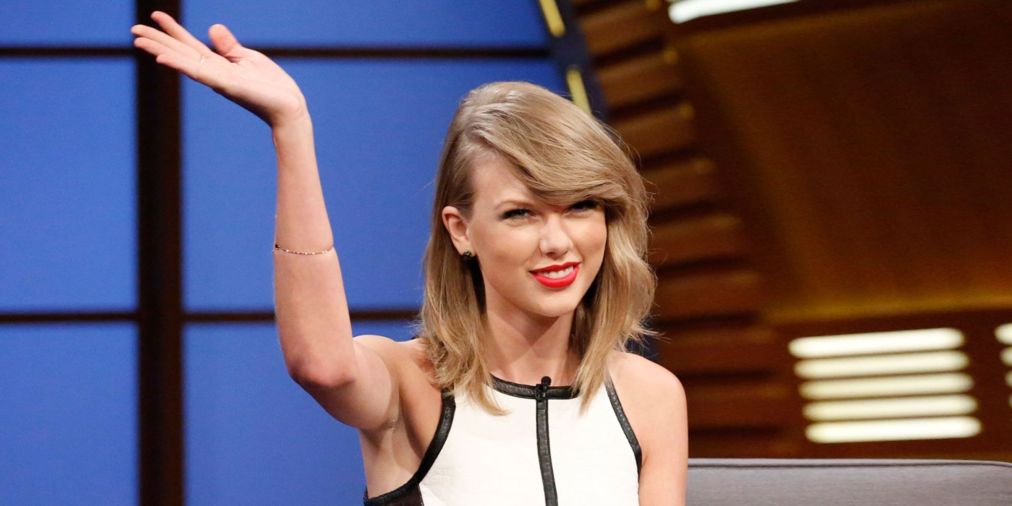 Hints Taylor Swift Is Releasing a Single on August 25 - Us Weekly ...