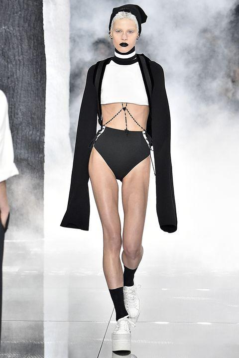 Style, Fashion show, Fashion model, Fashion, Knee, Thigh, Waist, Model, Runway, Undergarment,