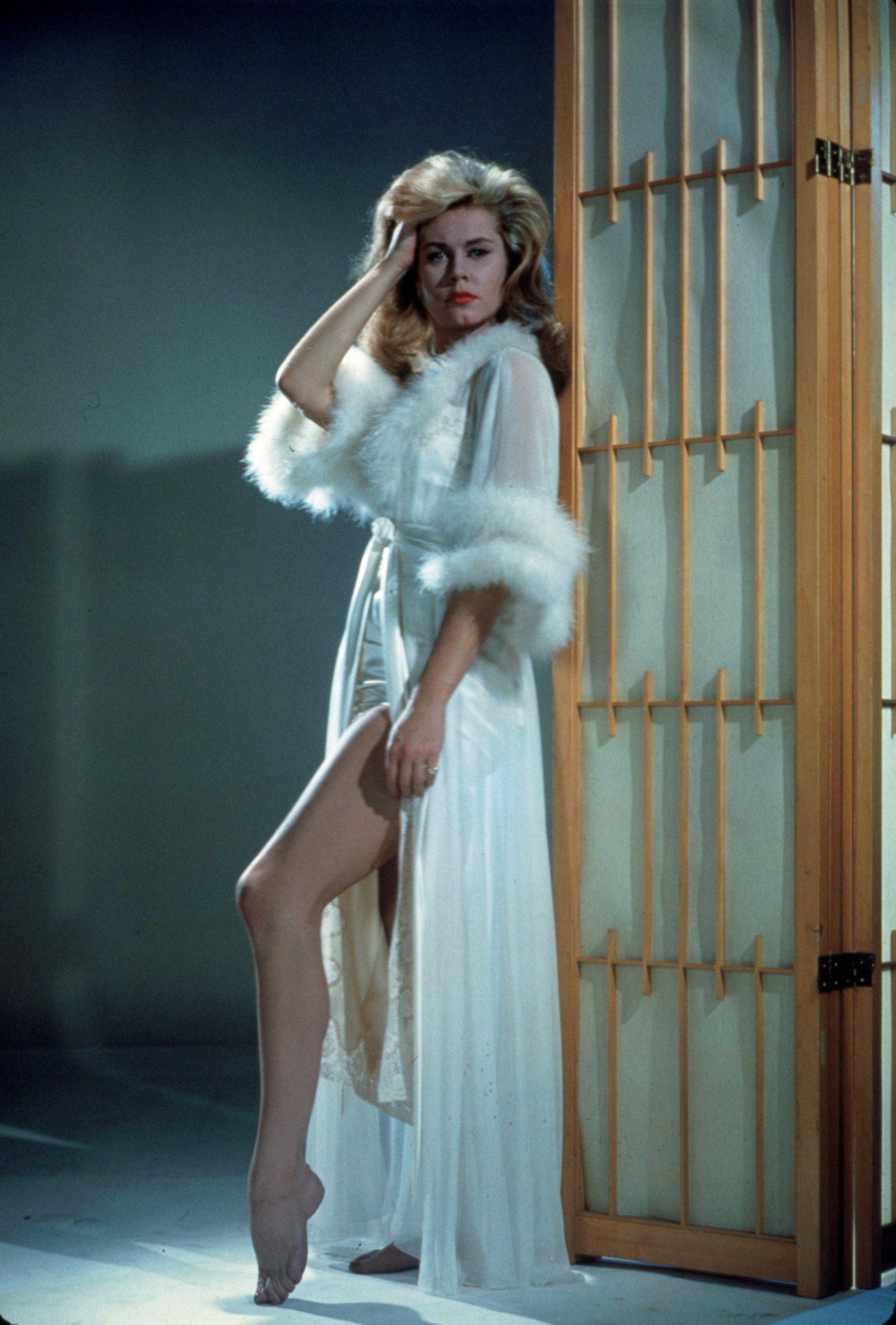1963-elizabeth-montgomery-rexfeatures_39