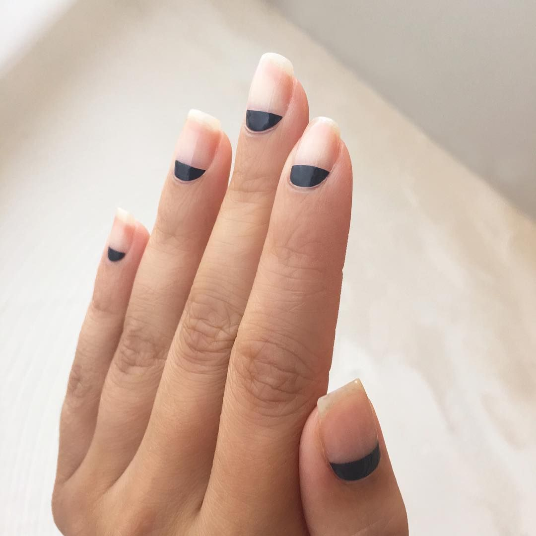 """<p>Try this easy negative design by painting matte black to the half moon of each nail.</p><p>Design by <a href=""""https://www.instagram.com/p/BIC6fpsDKS3/"""" target=""""_blank"""">@nataliepavloskinails</a></p>"""
