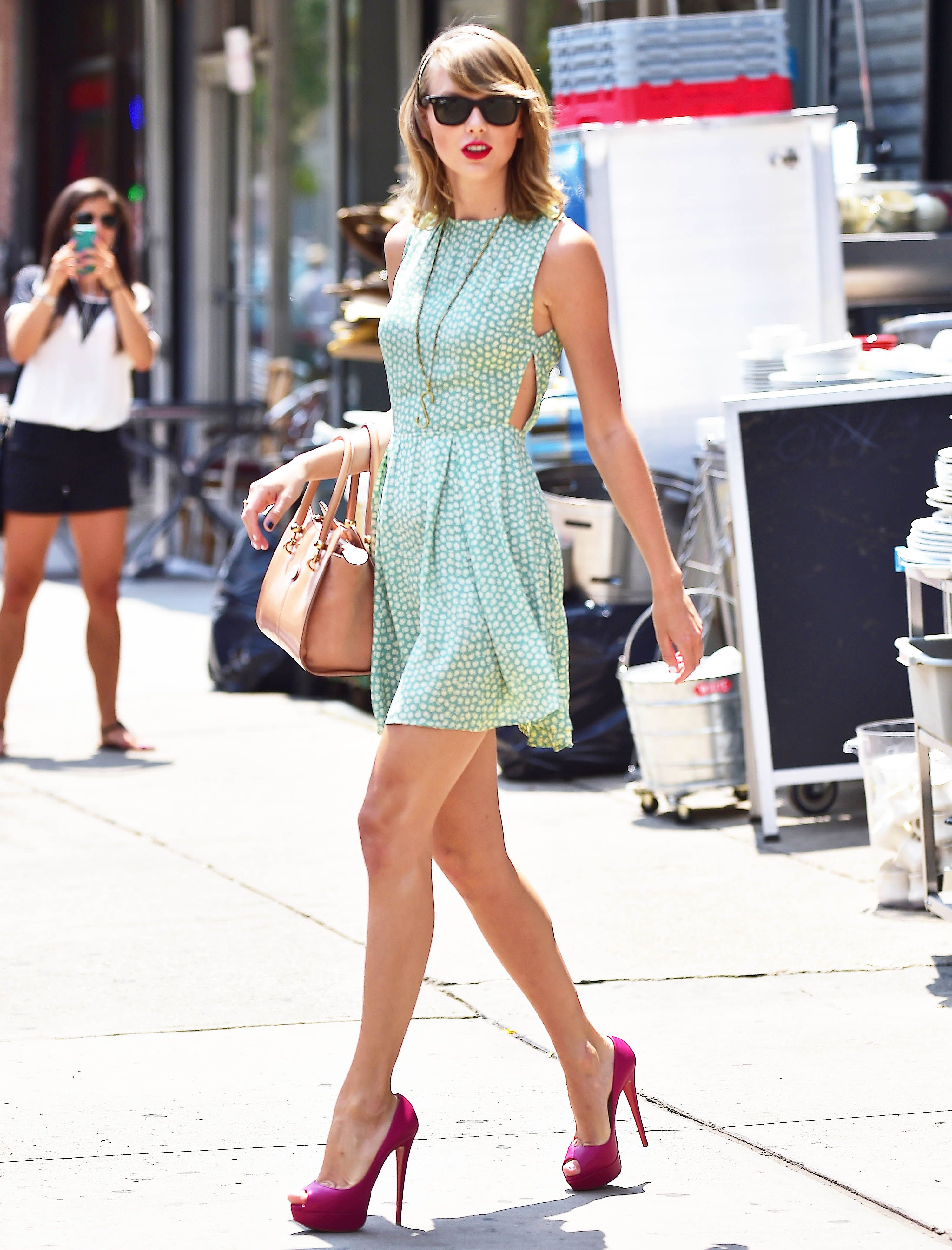 Taylor Swift Side Walks Out Of Gym Taylor Swift Funny Paparazzi Video