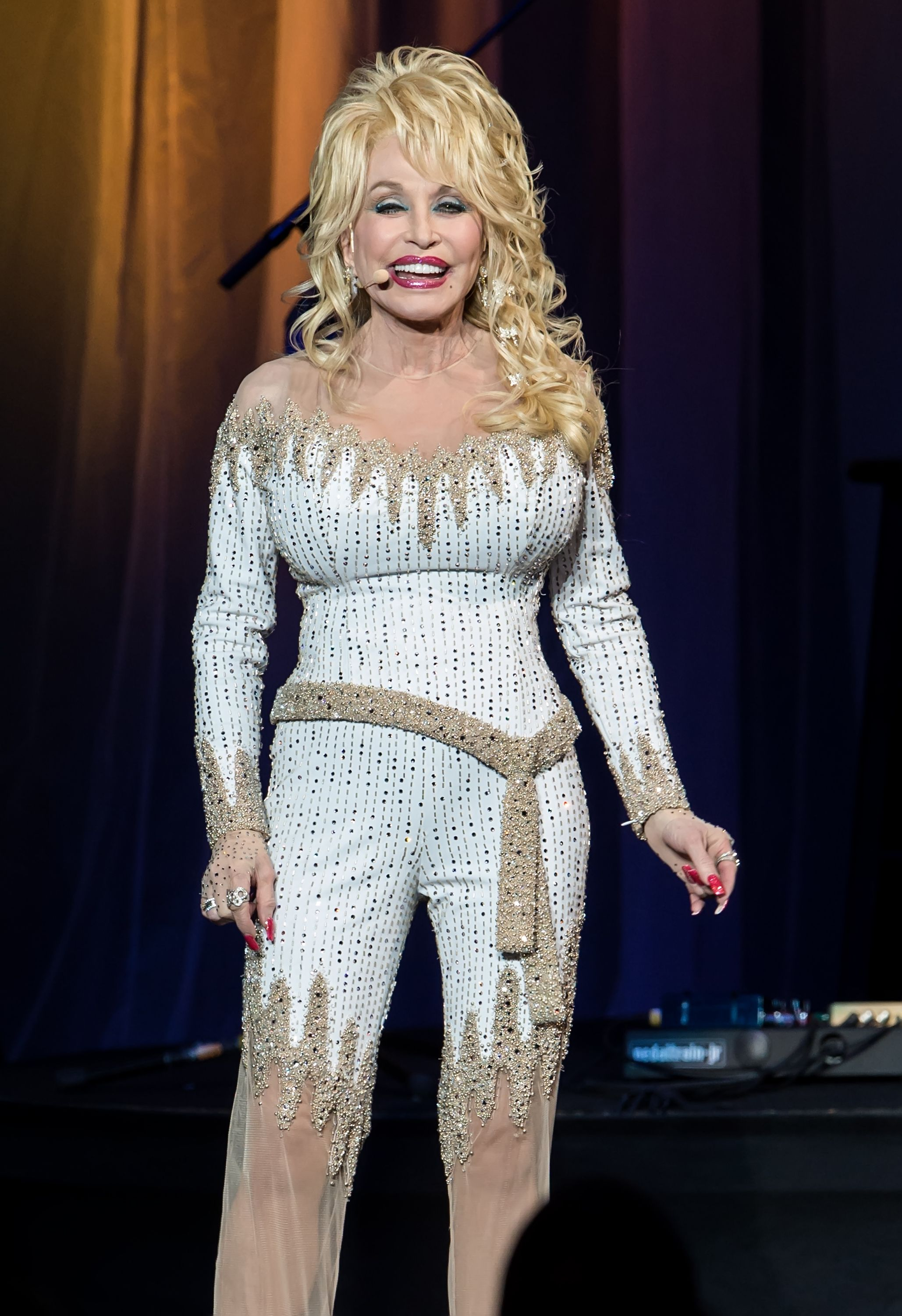 how to look like dolly parton
