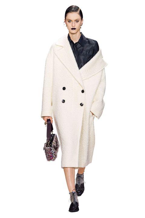 Clothing, Sleeve, Collar, Textile, Outerwear, Coat, Style, Blazer, Fashion model, Fashion,