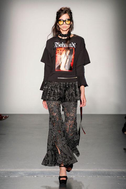 Clothing, Sleeve, Shoulder, Style, Fashion model, Fashion show, Street fashion, Waist, Fashion, Fashion design,