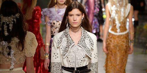 Style, Fashion, Neck, Pattern, Street fashion, Jewellery, Trunk, Fashion design, Embellishment, Waist,