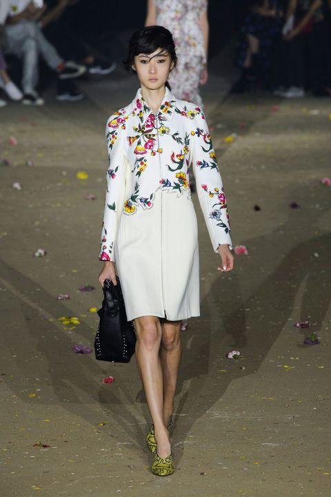 Style, Street fashion, Fashion show, Bag, Fashion, Runway, Fashion model, Fashion design, Day dress, One-piece garment,