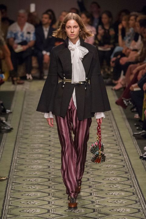 Fashion show, Runway, Outerwear, Fashion model, Style, Formal wear, Fashion, Street fashion, Model, Maroon,
