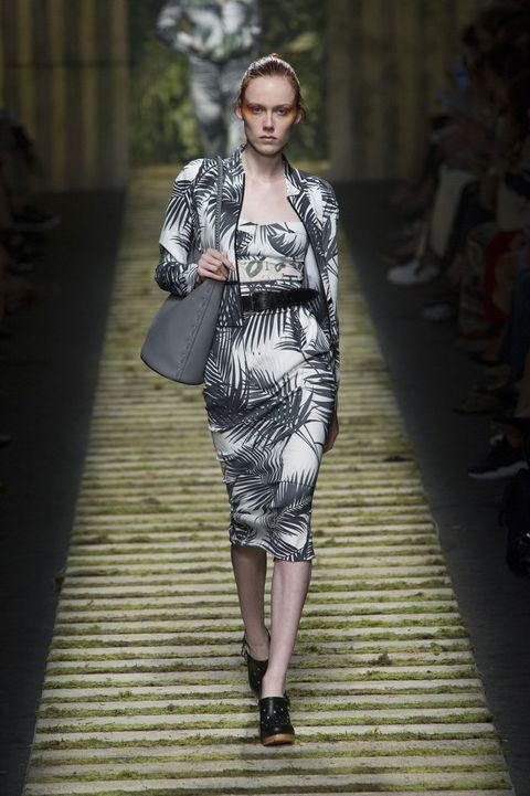 Shoulder, Dress, Joint, Fashion show, Fashion model, Style, One-piece garment, Street fashion, Runway, Fashion,