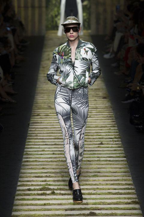 Eyewear, Hat, Style, Sunglasses, Street fashion, Fashion show, Fashion, Fashion model, Runway, Pattern,