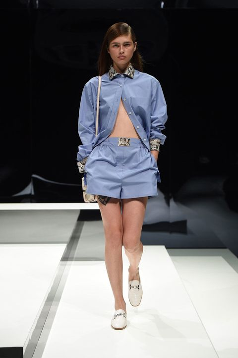 Hairstyle, Sleeve, Shoulder, Fashion show, Human leg, Runway, Joint, Outerwear, Style, High heels,