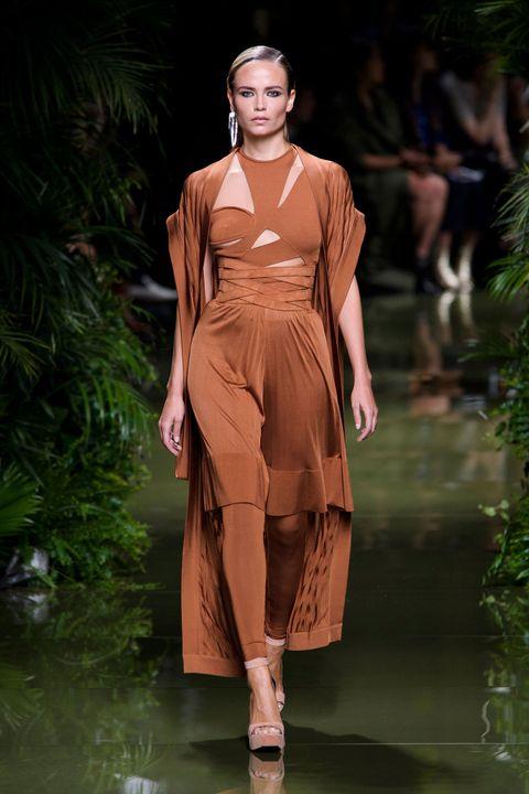 Sleeve, Fashion show, Shoulder, Dress, Runway, Style, Fashion model, Waist, Fashion, One-piece garment,