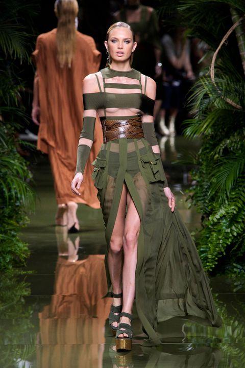 Human, Style, Fashion, Waist, Knee, Fashion model, Costume design, Calf, Sandal, Abdomen,