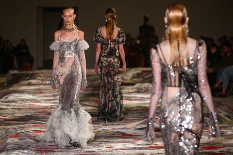 Dress, Fashion show, Runway, Fashion model, One-piece garment, Fashion, Waist, Day dress, Gown, Haute couture,